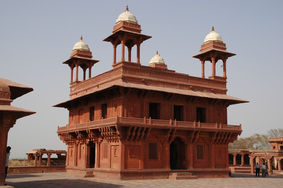 AGR Fatehpur Sikri ghost city - Diwan-i-Khas or Hall of Private Audiences known as the Jewel House 3008x2000