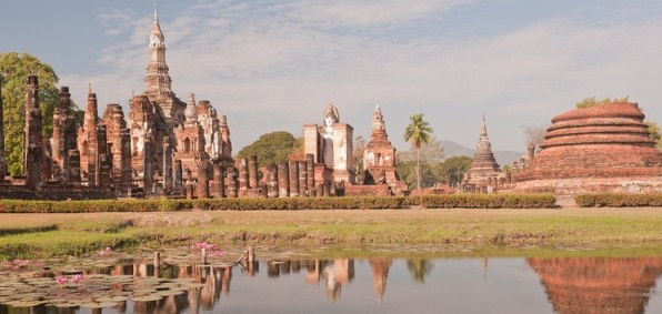 Ancient_temple_at_Sukhothai_Historical_park