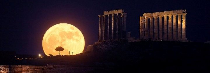 Moon_Rising_Over_Temple_of_Poseidon_-_Cape_Sounion