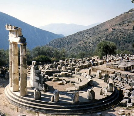 greece_delphi_apollo_temple