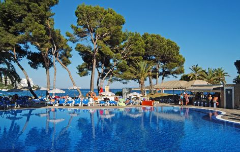 sol-antillas-barbados-majorca-swimming-pool